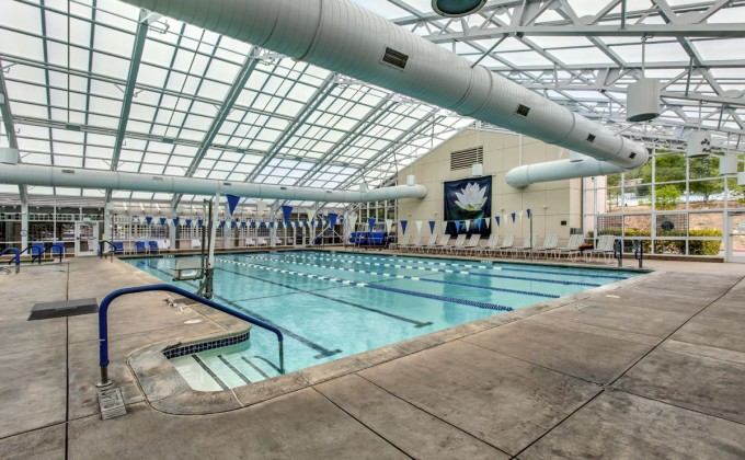 del_valle_clubhouse_indoor_pool